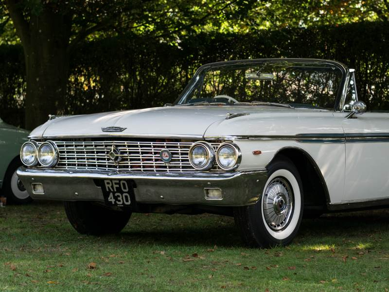 STELLA - 1962 Ford Galaxie Sunliner Wedding Car